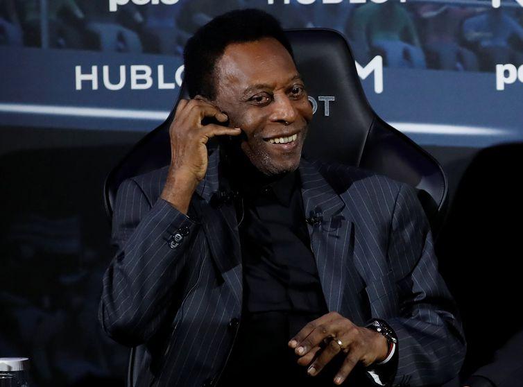 O ex-jogador de futebol brasileiro, Pelé (Edson Arantes do Nascimento)  durante encontro em Paris com o jogador de futebol francês Kylian Mbappe