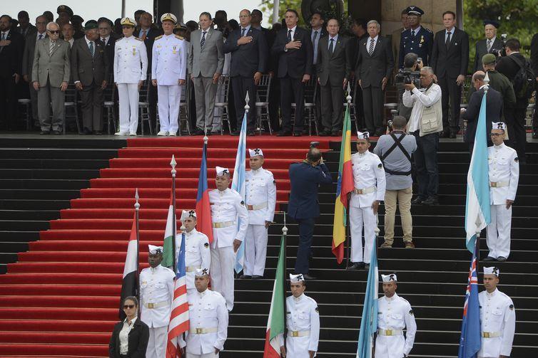 O presidente Jair Bolsonaro participa da cerimônia em comemoração ao Dia da Vitória e Imposição da Medalha da Vitória no Monumento Nacional aos Mortos da Segunda Guerra Mundial, no Aterro do Flamengo, no Rio de Janeiro.