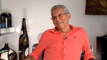 Carlos Alberto de Nóbrega está no comando do humorístico 'A Praça é Nossa', do SBT, há mais de três décadas