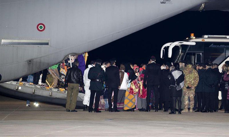 Refugiados da Líbia desembarcam em Pratica di Mare, na Itália