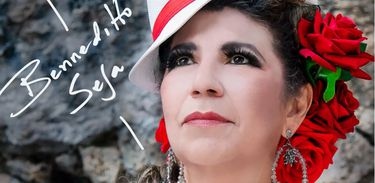 Rita Benneditto estreia show no ritmo do samba