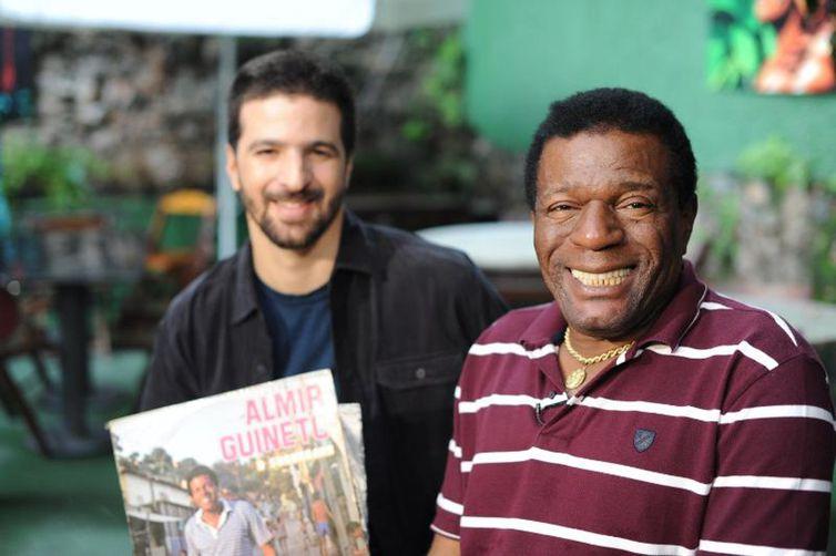 Almir Guineto com Maurício Pacheco no Segue o Som em 2012