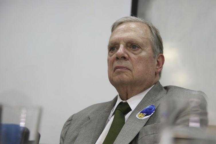 Senador Tasso Jereissati participa de reunião da Executiva Nacional do PSDB, para avaliação do resultado das eleições e definição da posição partidária frente ao segundo turno na eleição presidencial e nos estados.