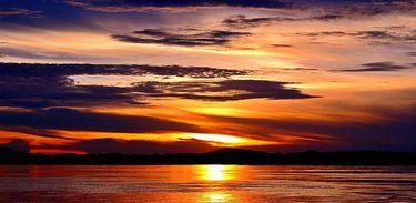 Por-do-sol no rio Araguaia