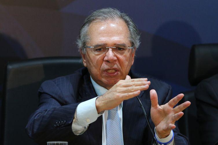 O ministro da Fazenda, Paulo Guedes, apresenta à imprensa as propostas do Pacto Federativo