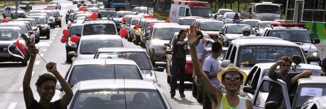 Distribuição de combustível para carreata não é compra de votos