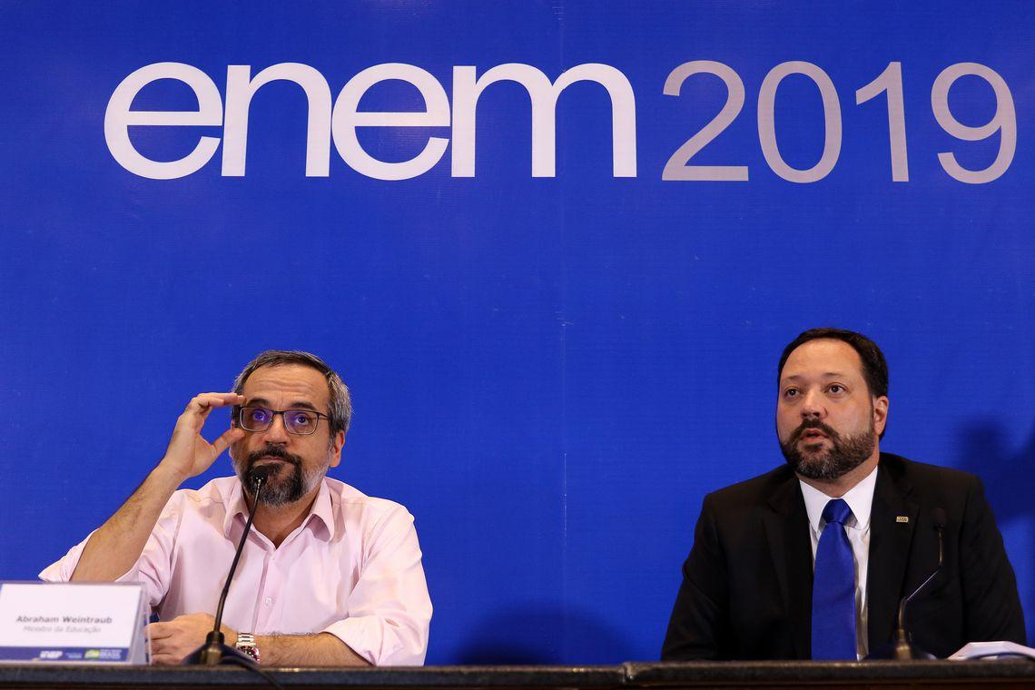 O Ministro da Educação, Abraham Weintraub, e o  presidente do Inep. Alexandre Lopes falam sobre primeiro dia de provas do ENEM