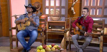 Bruno César & Leandro cantam uma boa moda de viola no Brasil Caipira