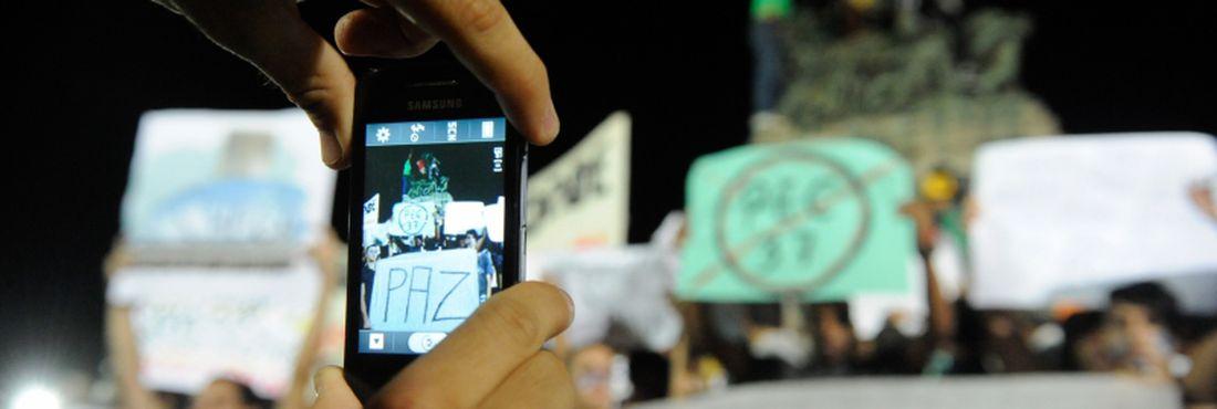Manifestantes de Niterói protestam contra aumento de tarifas transporte, os recursos aplicados na Copa e Olimpíadas e pedindo melhoras na saúde e educação