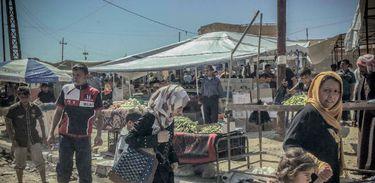 Na parte de leste de Mossul, a vida vai voltando ao normal, com mercados, escolas e negócios funcionando