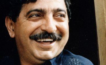 Chico Mendes aparece na janela de casa, em Xapuri, foto de 1988