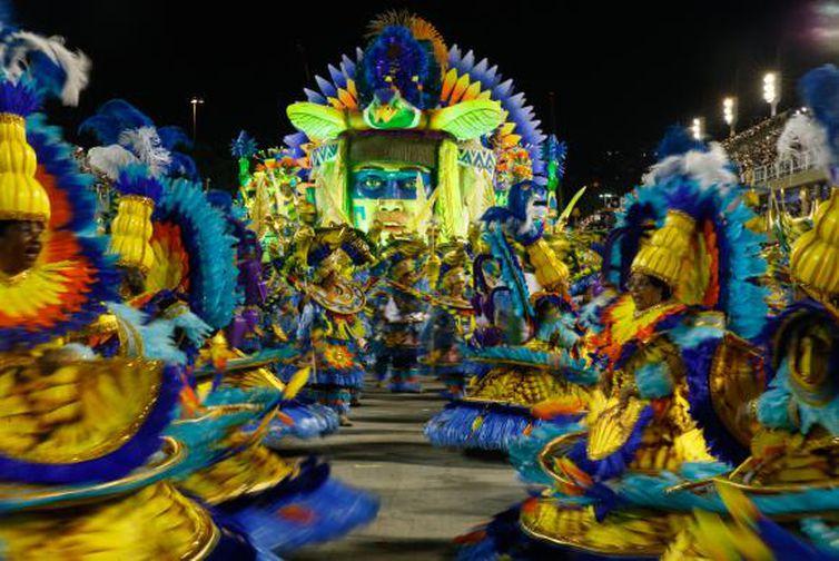 Rio de Janeiro - Desfile da União da Ilha no segundo dia de apresentações do Grupo Especial das Escolas de Samba do Rio, na Sapucaí