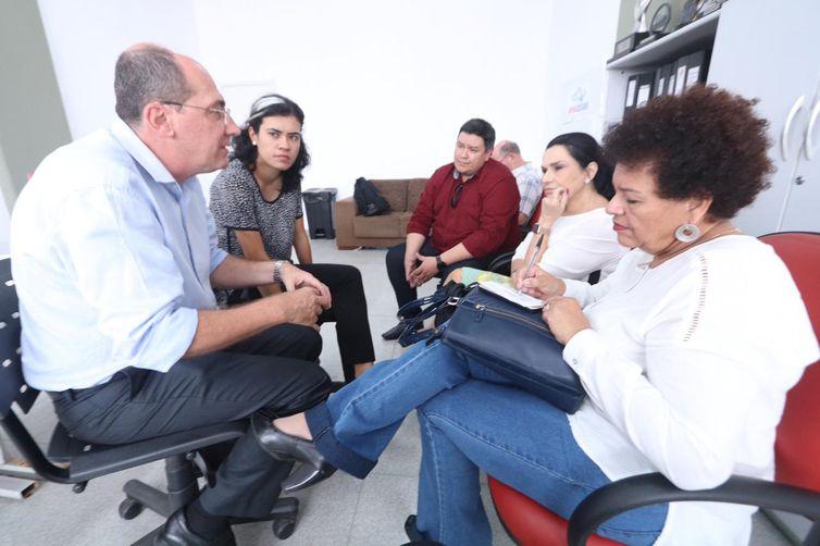 A secretária Petrúcia reuniu-se ainda com a coordenadora do CRAS/CREAS, Adriana Lopes Santana, com Secretário Municipal de Educação, Leandro Barssini, com o prefeito de Suzano, Rodrigo Ashiuchi, e com a primeira-dama do município, Larissa Ashiuchi.