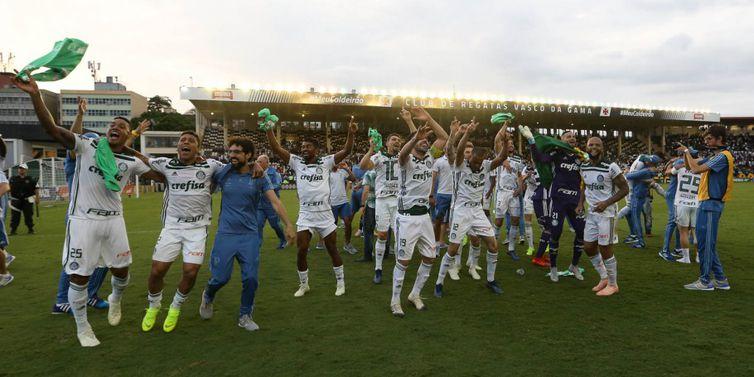 As comemorações pelo título começaram ainda em São Januário e só acabaram na madrugada de hoje em São Paulo