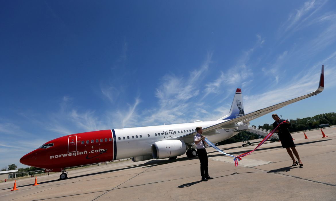 FILE PHOTO: A Norwegian Air Boeing 737-800 is seen during the presentation of Norwegian Air first low cost transatlantic flight service from Argentina at Ezeiza airport in Buenos Aires, Argentina, March 8, 2018. REUTERS/Marcos Brindicci/File