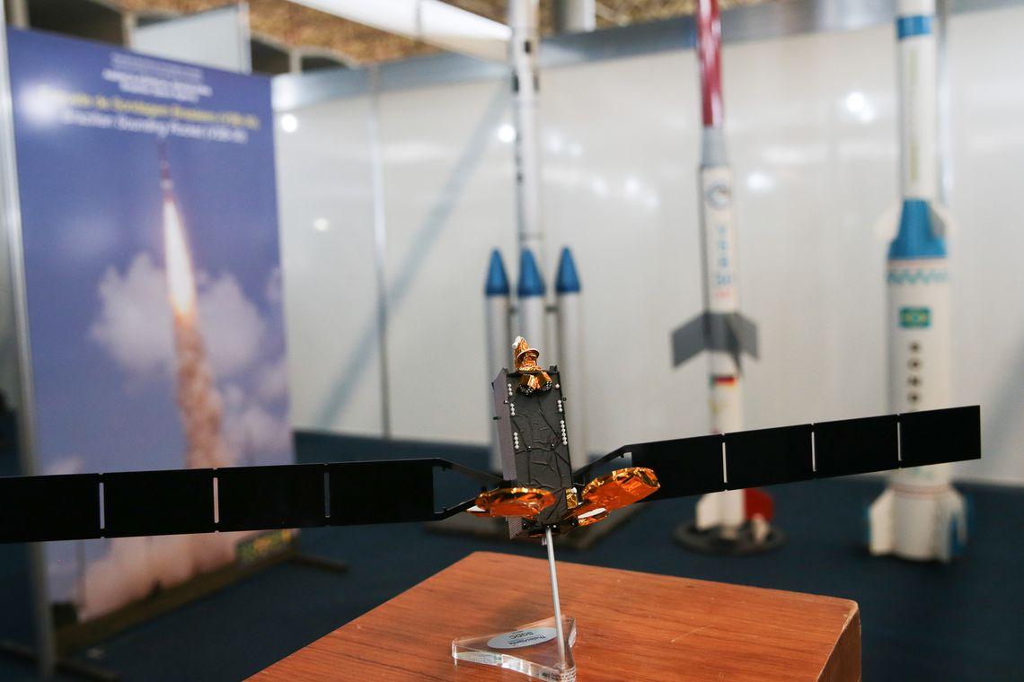 Brasília - Espaço em homenagem ao astronauta Marcos Pontes na Mostra Mundo MCTIC – Pesquisa e Desenvolvimento de Ponta no Brasil. Organizada pelo Ministério da Ciência, Tecnologia, Inovações e Comunicações (MCTIC), a exposição visa a