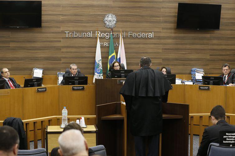 Julgamento de recursos do ex-governador Anthony Garotinho (PRP) e do ex-deputado e ex-chefe de polícia Álvaro Lins, condenados por exploração de jogos de azar, pela 2ª Turma Especializada do TRF2.