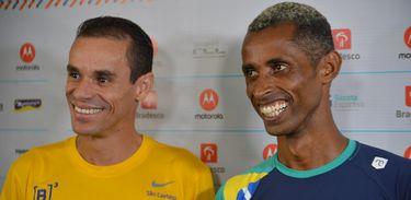 São Paulo - Os brasileiros Franck Caldeira (à esquerda) e Giovani dos Santos já estão em São Paulo para a Corrida Internacional de São Silvestre (Rovena Rosa/Agência Brasil)