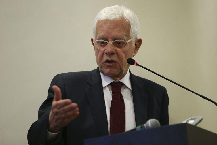 O atual ministro de Minas e Energia, Moreira Franco, fala durante posse do diretor da Agência Nacional de Mineração, Tomás Figueiredo Filho.