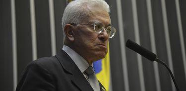 O ministro da Secretaria de Assuntos Estratégicos da Presidência da República, Mangabeira Unger fala na Comissão Geral da Câmara (Antonio Cruz/Agência Brasil)