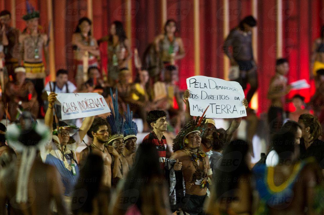 Palmas (TO) - Indígenas de diversas etnias interrompem as competições dos Jogos Mundiais dos Povos Indígenas em protesto contra a PEC 215 (Marcelo Camargo/Agência Brasil)