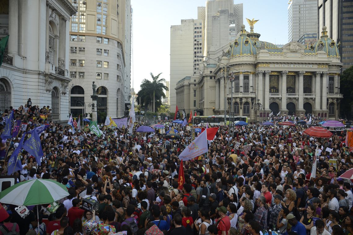 Ato Contra o Retrocesso em Defesa da Democracia, na Cinelândia, região central do Rio de Janeiro.