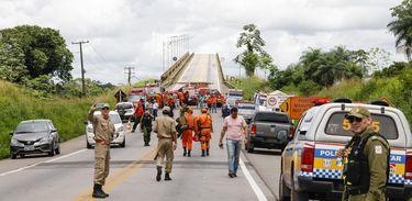 Queda da Ponte do Rio Moju, no Pará