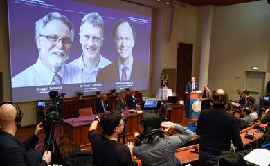 Thomas Perlmann, Secretary-General of the Nobel Committee, presents the Nobel laureates, William G. Kaelin Jr, Sir Peter J. Ratcliffe and Gregg L. Semenza, of this year's Nobel Prize in Medicine during a news conference in Stockholm, Sweden,