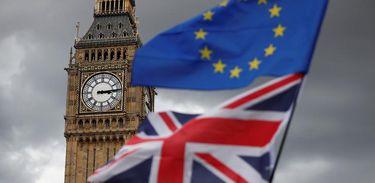 Bandeira do Reino Unido e da União Europeia em Londres