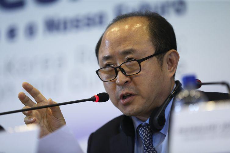 O  Vice-ministro de Assuntos Econômicos do Ministério das Relações Exteriores da Coreia, Yun Kang Hyeon,  durante debate sobre os 60 anos de relações diplomáticas entre Brasil e Coreia do Sul.
