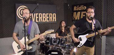 Banda Barba Ruiva nos estúdios da Rádio MEC