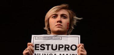Manifestante pede fim de estupro