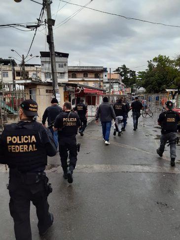 Operação Rádio Pirata, na comunidade da Maré.