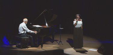 A cantora Áurea Martins e o pianista Cristóvão Bastos no programa Cena Musical, da TV Brasil