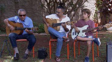 Três gerações de chorões: Seu Américo, o filho Fernando César e o neto Bento Mendes