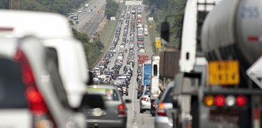 Trânsito na saída de São Paulo
