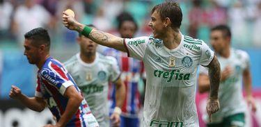 O Palmeiras venceu o Bahia por quatro a dois em Salvador