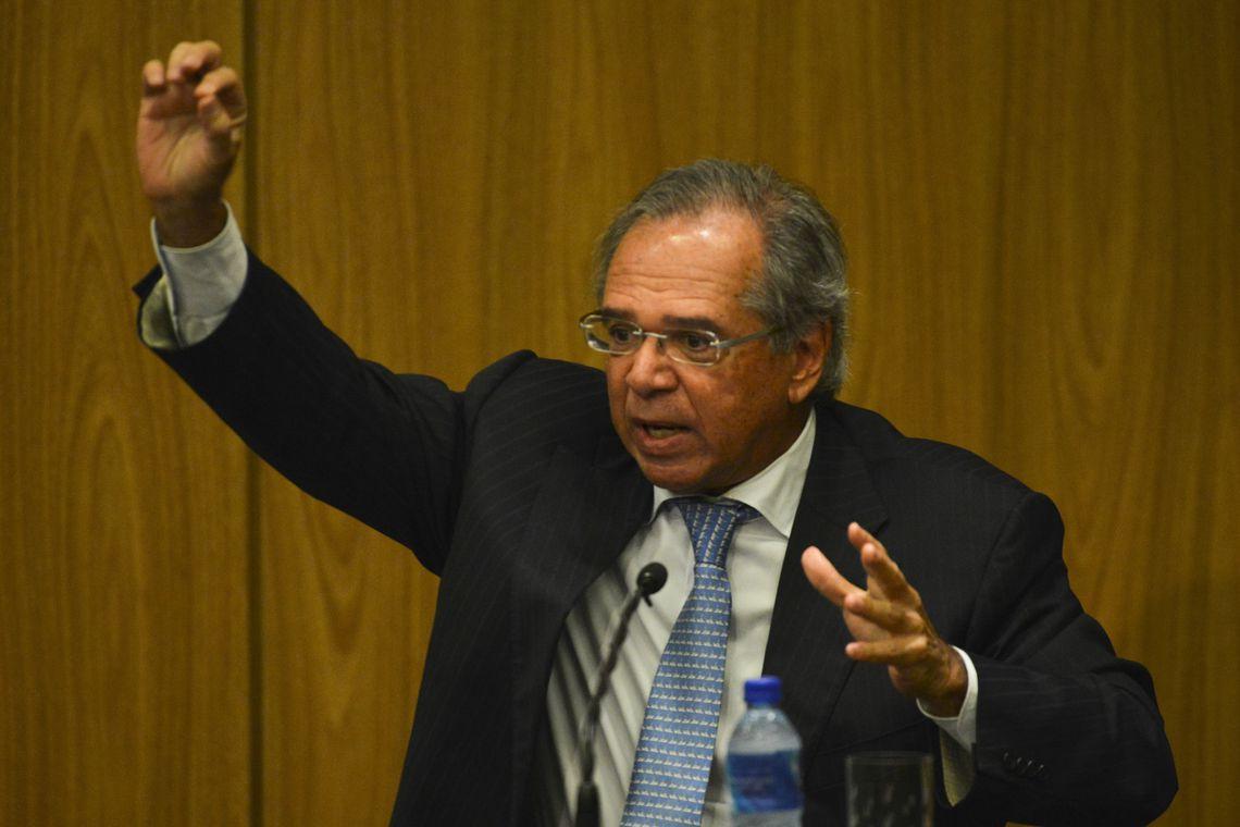 O ministro da Economia, Paulo Guedes, durante cerimônia de transmissão de cargo para o novo presidente do Banco Central (BC), Roberto Campos Neto.