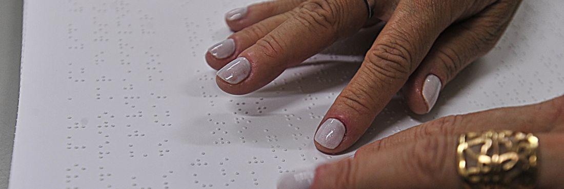 Deficientes visuais podem ter acesso a livros em Braille