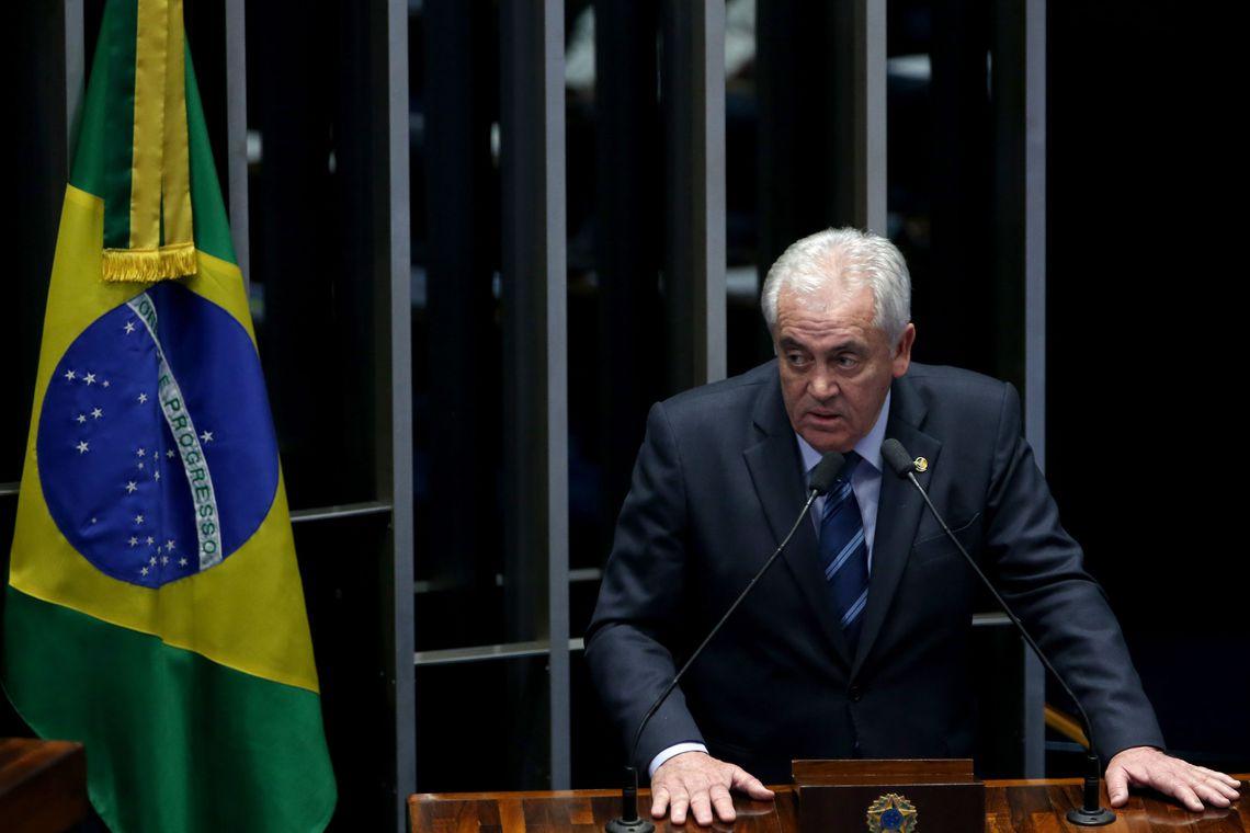 Brasília - Senador Otto Alencar fala durante o quinto dia de julgamento final do processo de impeachment da presidenta afastada, Dilma Rousseff, no Senado.(Wilson Dias/Agência Brasil)