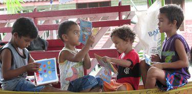 Barca das Letras em comunidade na Foz do Rio Macacoari