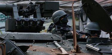 Rio de Janeiro - Militares fazem operação na favela da Rocinha após guerra entre quadrilhas rivais de traficantes pelo controle da área