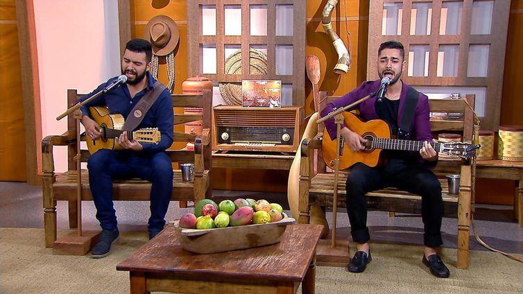 Os violeiros João Andrei & Jardel cantam seus maiores sucessos no Brasil Caipira