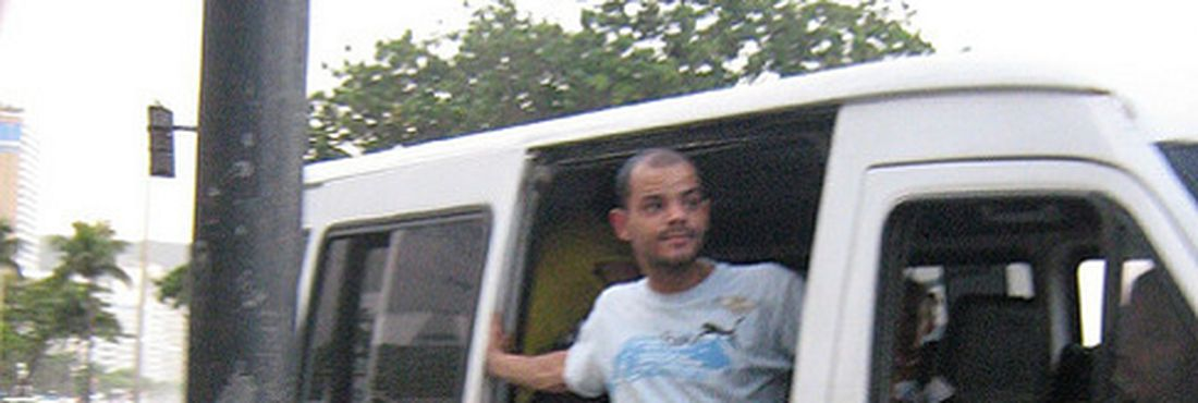 Motoristas de vans fazem manifestação no Rio