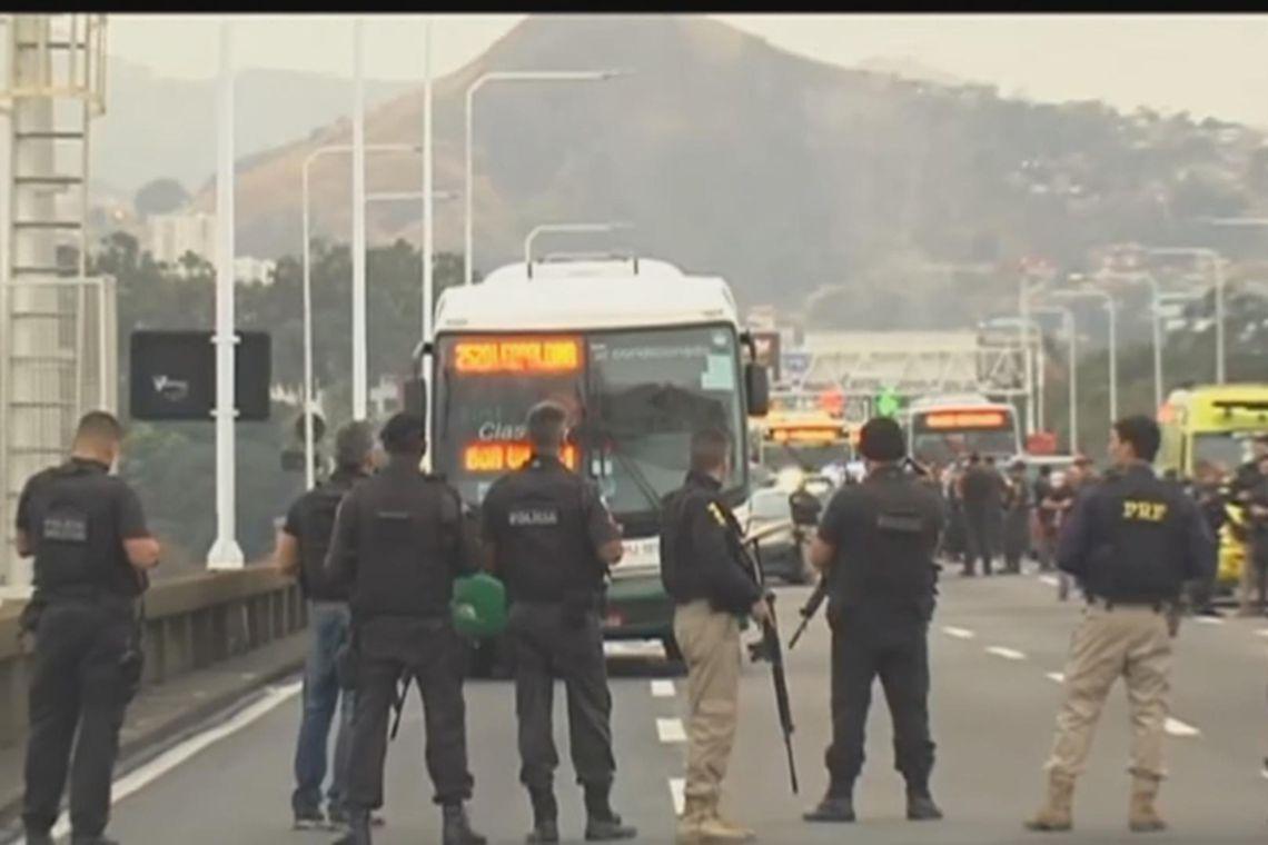 ponte rio Niterói atirador