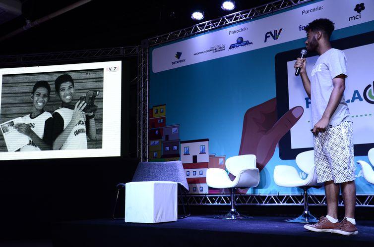 Rene Silva conta história do Voz da Comunidade