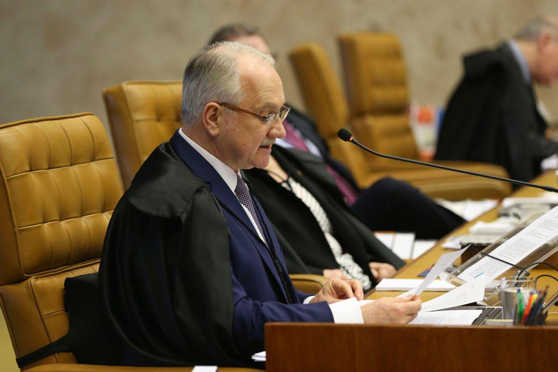 Brasília - O relator ministro Edson Fachin durante sessão do STF para decidir sobre suspeição do procurador-geral da República para atuar nas investigações relacionadas ao presidente Michel Temer (Valter Campanato/Agência Brasil)