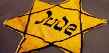 """A """"estrela de judeu"""", um símbolo marcante dos campos de concentração e dos guetos que isolavam a população perseguida."""
