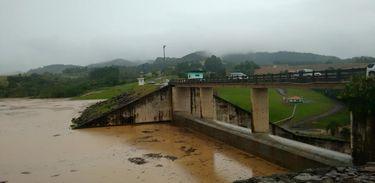 Cheia do Itajaí-Açu leva município de Rio do Sul a estado de emergência
