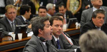 A Comissão de Constituição, Justiça e Cidadania (CCJ) da Câmara dos Deputados mantém na pauta proposta que reduz maioridade penal para 16 anos. Na foto, deputado Delegado Waldir (Fabio Rodrigues Pozzebom/Agência Brasil)